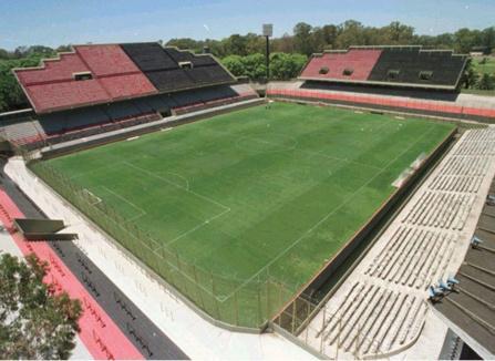 Messie supplie son président de jouer à Rosario