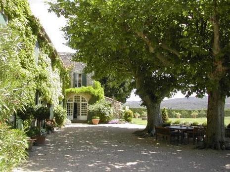 Photos maison d angelina jolie et brad pitt provence for Angelina maison de l afrique
