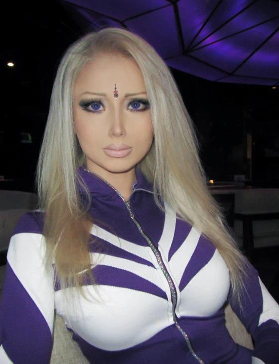 Valeria lukyanova youtube for Poupee russe