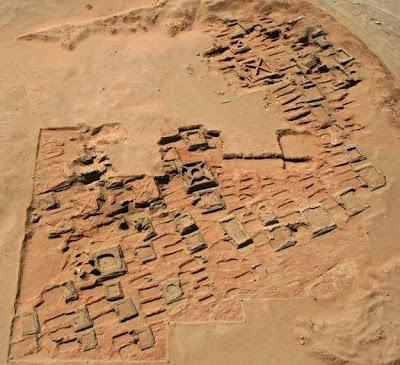 http://media.paperblog.fr/i/612/6127280/35-pyramides-decouvertes-necropole-soudan-L-MVPzQl.jpeg