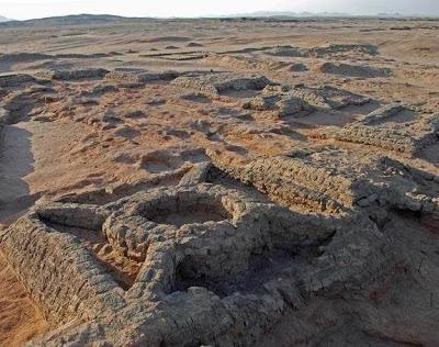 http://media.paperblog.fr/i/612/6127280/35-pyramides-decouvertes-necropole-soudan-L-eoXWEs.jpeg
