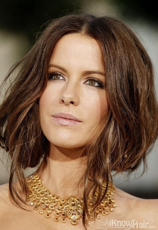 Couper ses cheveux longs: pourquoi pas le carré plongeant? | À Voir