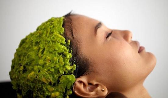 Les masques pour les cheveux sec aux fins gras près des racines