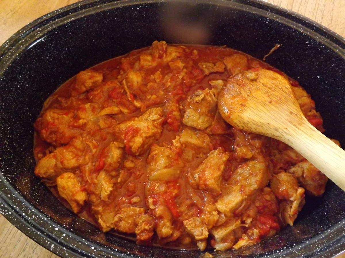 Goulasch de veau en cocotte warmcook paperblog for Cuisine hongroise