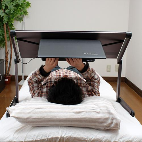 gorone desk faire du pc confortablement dans son lit c est possible paperblog. Black Bedroom Furniture Sets. Home Design Ideas