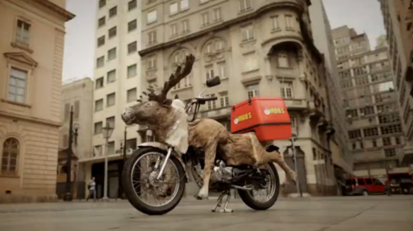 antonio correa moto reindeer renne habib's brazil bresil ambient marketing alternatif livraison fast food 2