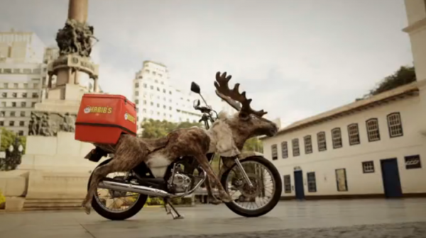 antonio correa moto reindeer renne habib's brazil bresil ambient marketing alternatif livraison fast food 1