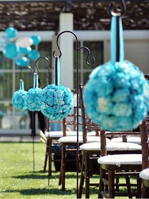 ... fleurs pour une décoration de cérémonie de mariage bleue turquoise