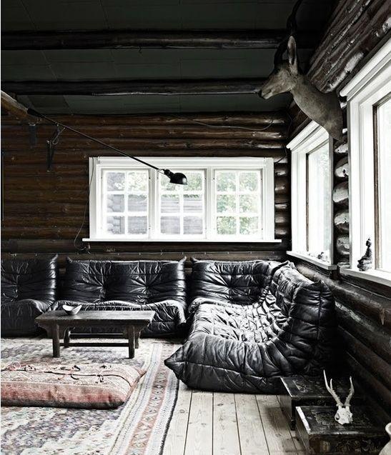 zoom sur le canap togo lire. Black Bedroom Furniture Sets. Home Design Ideas