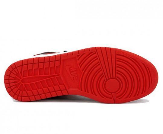 air-jordan-1-high-og-black-red-holiday-release-2