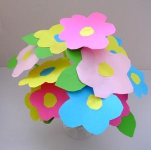 Mamie adore les fleurs ! Mais en cette saison, les parterres fleuris ...