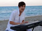 "Austin Mahone chante plage ""Heart Hands"""