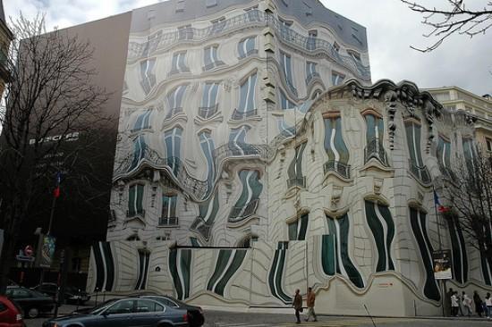 Immeuble déformé par Pierre Delavie
