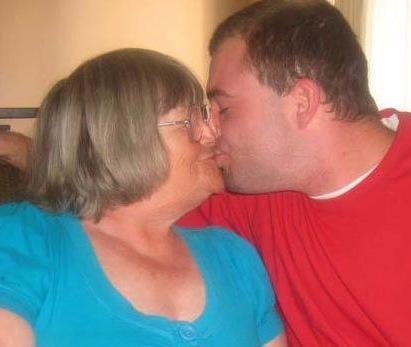 Www grand-mère porno com