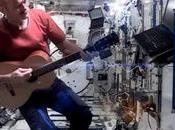 Space Oddity joué… dans l'espace.