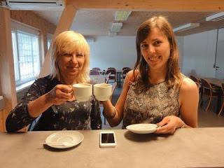 Une pause café pour Tatiana Kostiuk et Elena Boric © Chess & Strategy