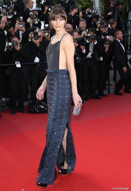 Milla Jovovich en robe Prada