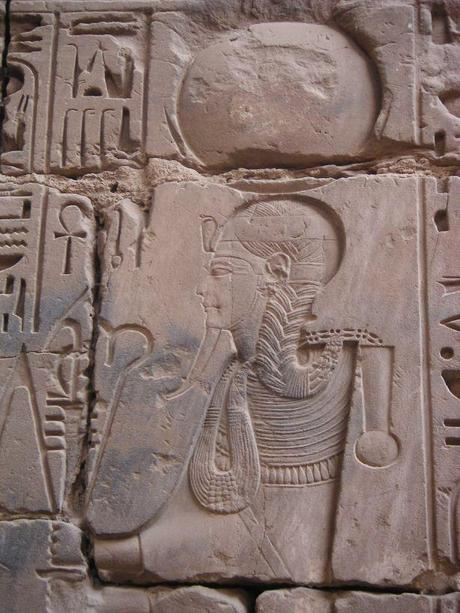 http://upload.wikimedia.org/wikipedia/commons/8/8b/Karnak_Khonsou_080519.jpg