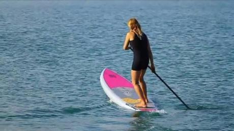 Sur la photo : Fabienne d'Ortoli, double championne du monde de Kite Surf, qui nous a initié au stand up paddle.