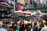Un X-Wing grandeur nature s'installe à Time Square