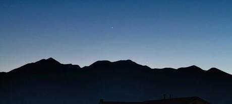 Mercure, Vénus et Jupiter en chemin pour la conjonction en triangle du 26 mai - Photo de Brian Klimowski
