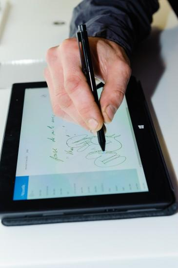 www.presswall.fr 171 365x550 Lancement de la Surface Pro, le PC #tactile sous #Windows 8