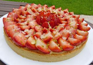 Tarte aux fraises à la crème d'amandes et à la crème pâtissière aromatisée à l'amaretto