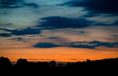 Vénus, Jupiter et Mercure photographiés au crépuscule par Marek Nicodem