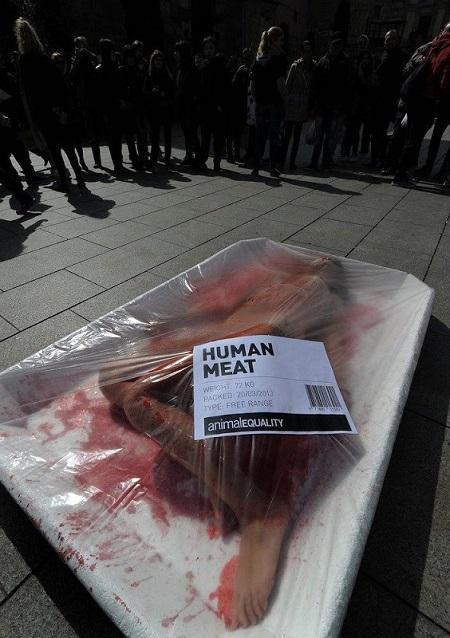 Barquettes de viande humaine