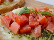 Bruschettas tomates, mozzarella pesto basilic
