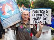 Reportage photo couleur sourires pour Marche fiertés Bordeaux