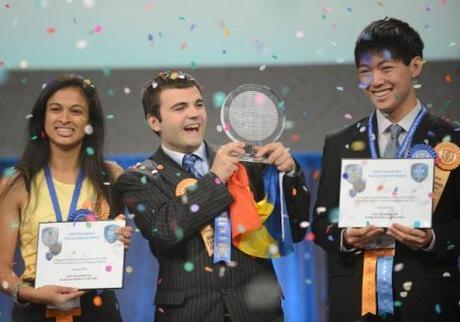 Eesha-Khare-supercondensateur-Young-Scientist-Award