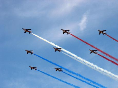 http://upload.wikimedia.org/wikipedia/commons/0/02/Patrouille_de_france_diamant.jpg