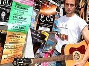 """Benjamin Siksou pose """"valises blues"""" dans Provence"""