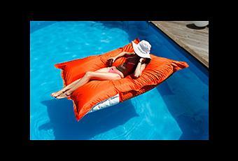 pouf piscine. Black Bedroom Furniture Sets. Home Design Ideas