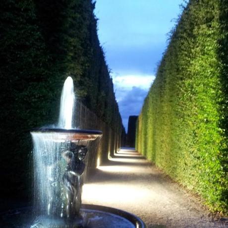 Les grandes eaux nocturnes dans le jardin du chateau de for Perspective jardin 78