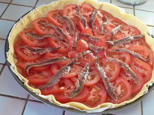 tarte aux oignons aux tomates et aux anchois d couvrir. Black Bedroom Furniture Sets. Home Design Ideas