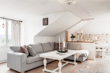 appartement romantique sous les combles voir. Black Bedroom Furniture Sets. Home Design Ideas