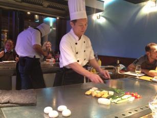 Teppanyaki sushi un teppanyaki dans le 17 me paperblog - Table de cuisson japonaise teppanyaki ...