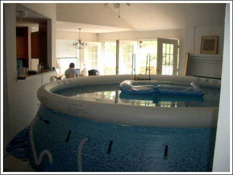 piscine gonflable dans le salon paperblog. Black Bedroom Furniture Sets. Home Design Ideas