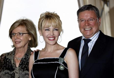 Kylie Minogue décorée par la France