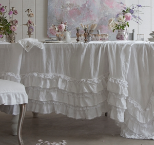 une table shabby chic la maison paperblog. Black Bedroom Furniture Sets. Home Design Ideas