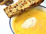 Soupe courge éclats marrons quenelle crème fouettée canelle