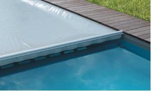 l hivernage de la piscine avec une couverture automatique. Black Bedroom Furniture Sets. Home Design Ideas