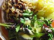 Beefsteak, oignons confits, gratin dauphinois salade mesclun