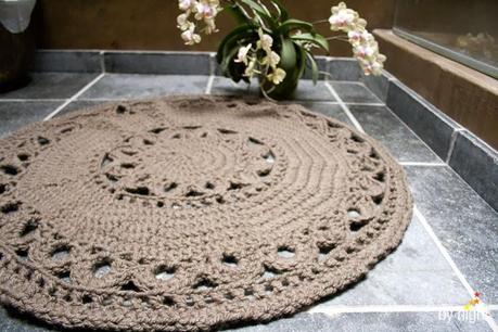 un tapis au crochet voir. Black Bedroom Furniture Sets. Home Design Ideas