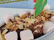 Coupe glace vanille, tranches banane guimauve, sauce chocolat amandes effilées