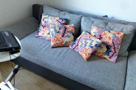 diy housse de coussins portefeuille voir. Black Bedroom Furniture Sets. Home Design Ideas