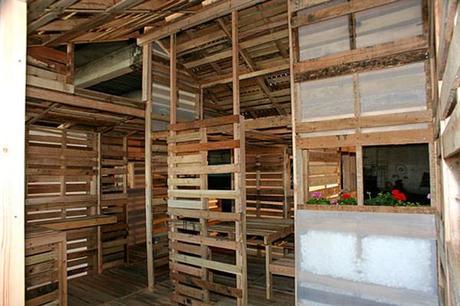Des palettes en bois pour construire des maisons paperblog for Concepteurs de maison