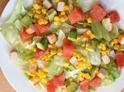 Petite salade pleine vitamines surimi, avocat, pamplemousse, maïs